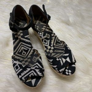 Toms Black White Wedges Size W7 381113